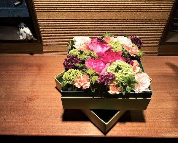 母の日 花とケーキが届いた。